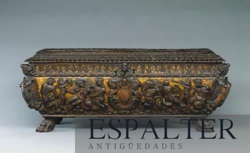 arca antigua nogal dorada tallada siglo xvi